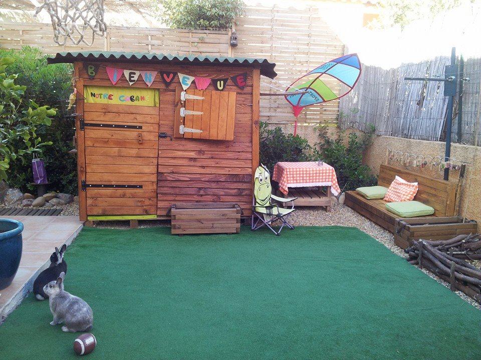 cabane pour enfants en palettes construction pour jardin. Black Bedroom Furniture Sets. Home Design Ideas