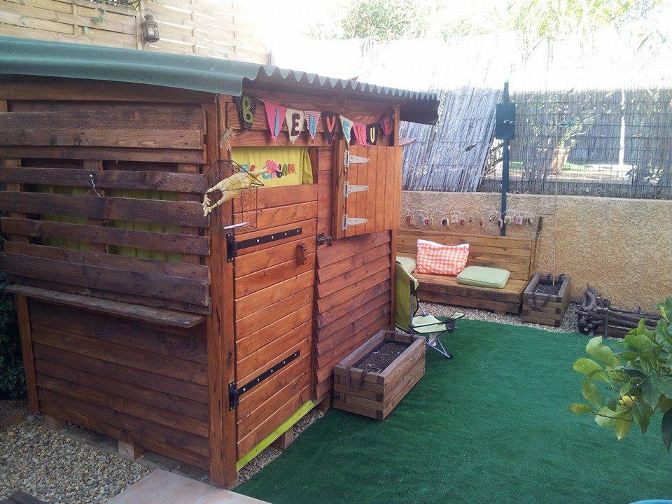 Cabane pour enfants en palettes construction pour jardin - Cabane de jardin en palette perpignan ...