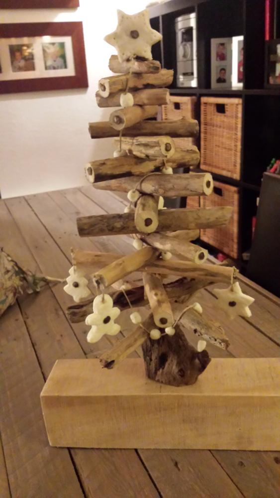 Sapins de no l de table en bois flott s palettes co for Sapin de noel en bois exterieur