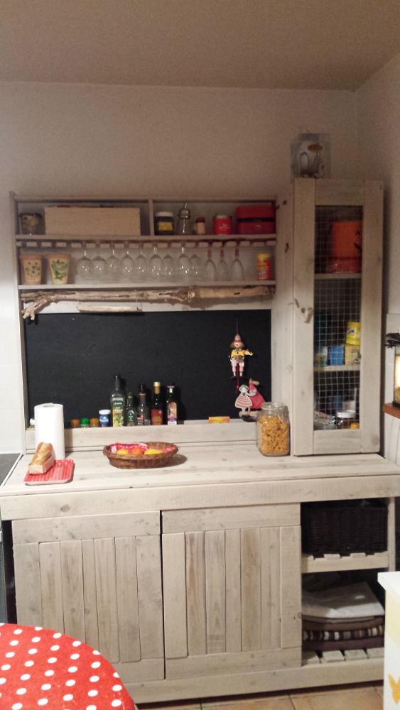 r alisation d 39 un buffet en palettes pour une cuisine. Black Bedroom Furniture Sets. Home Design Ideas