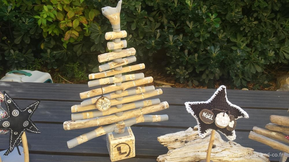 Sapin et d coration en bois flott s for Sapin de noel en bois exterieur