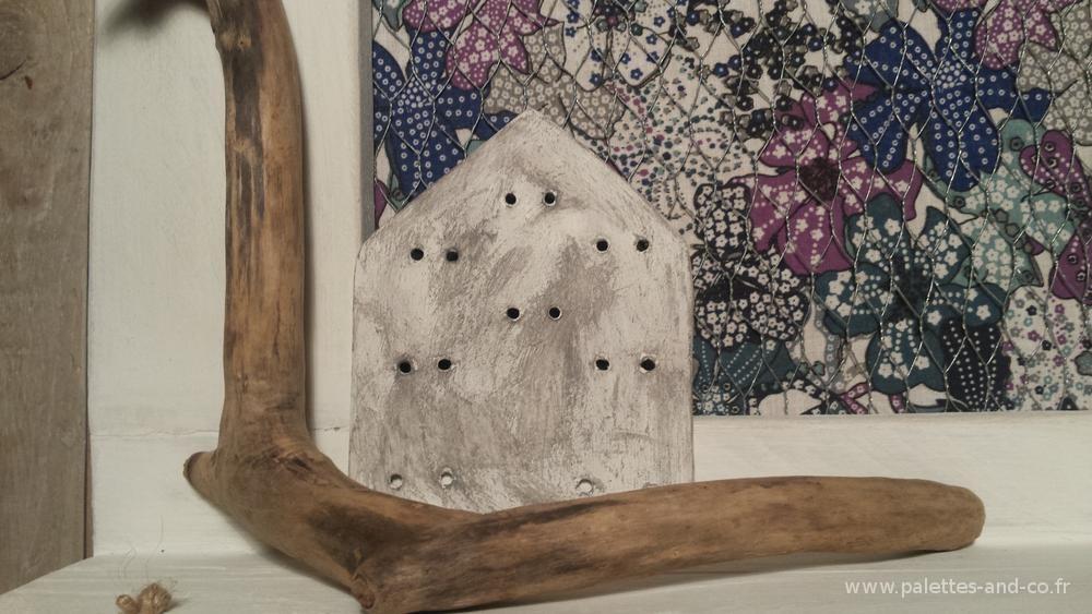 Porte bijoux bois de palettes et bois flott s palettes co - Effet chaule blanc poudre ...