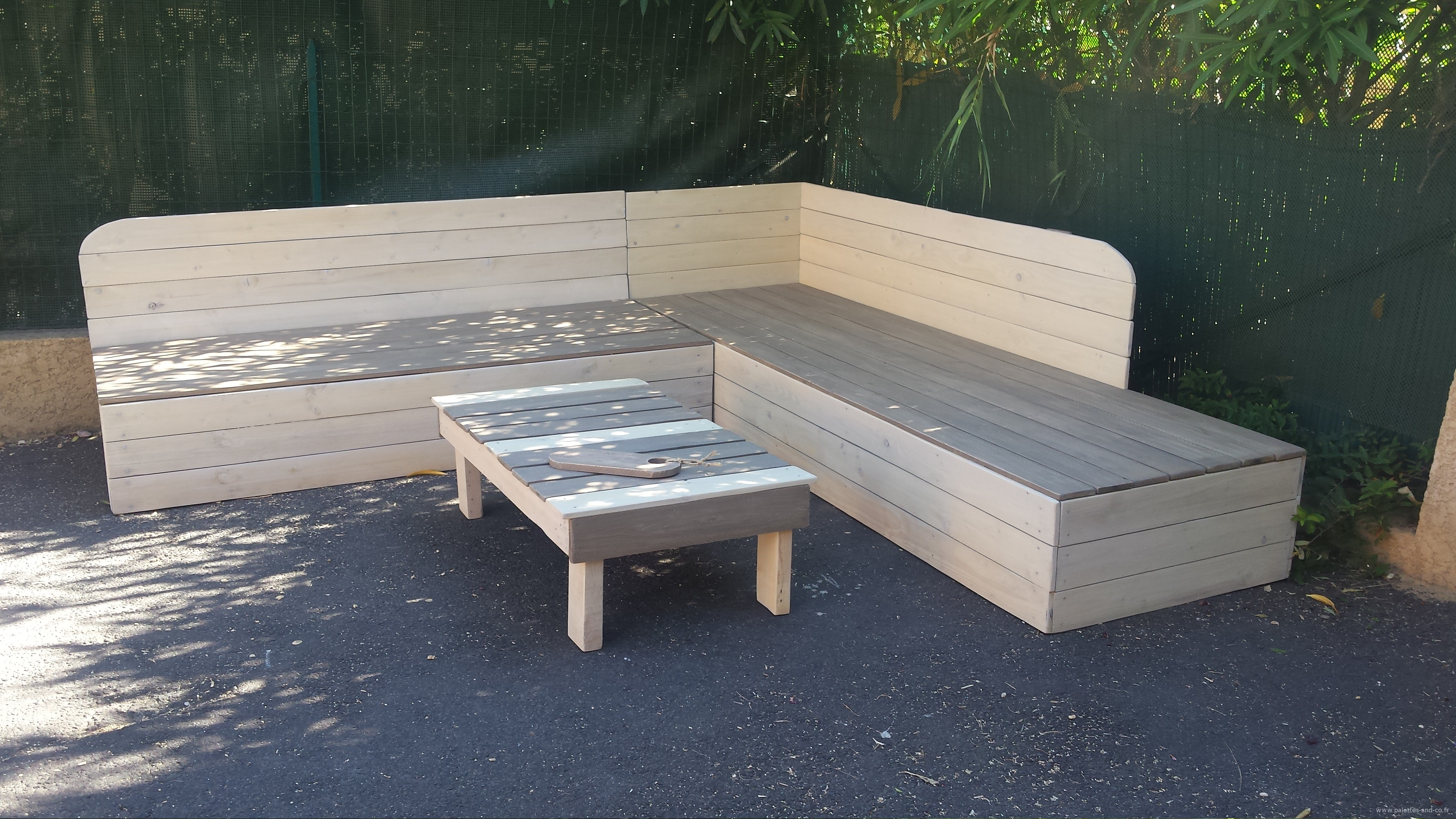 Banc terrasse bois fashion designs for Banc avec palette